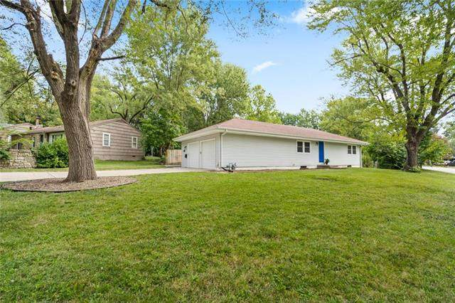 10019 Wheeling Avenue, Kansas City, MO 64134 (#2244037) :: Ron Henderson & Associates