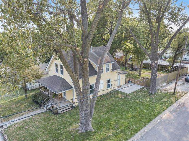 154 Armour Avenue, Bonner Springs, KS 66012 (#2244092) :: Ron Henderson & Associates