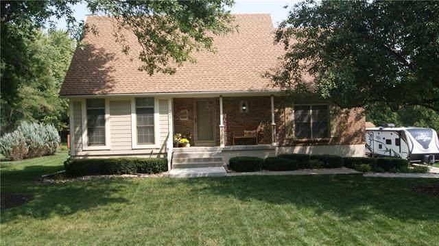 748 S Peculiar Drive, Peculiar, MO 64078 (#2244097) :: Five-Star Homes