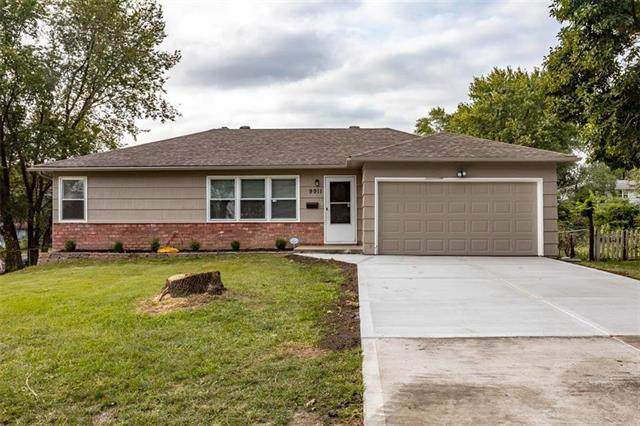 9911 E 77th Street, Raytown, MO 64138 (#2244151) :: Edie Waters Network