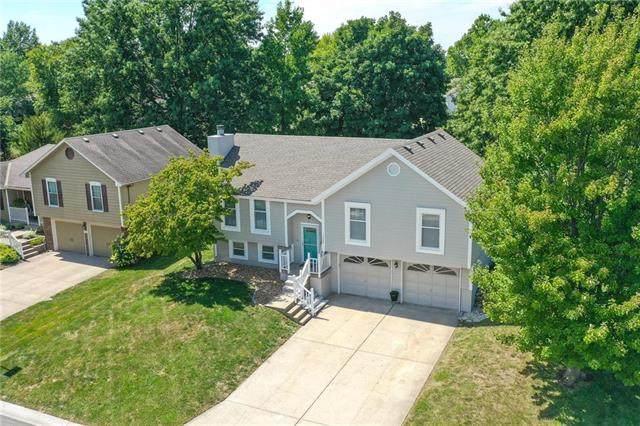 1228 NE Country Lane, Lee's Summit, MO 64086 (#2244173) :: Dani Beyer Real Estate