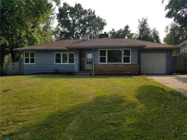 9737 E 27th Terrace, Independence, MO 64052 (#2244276) :: House of Couse Group