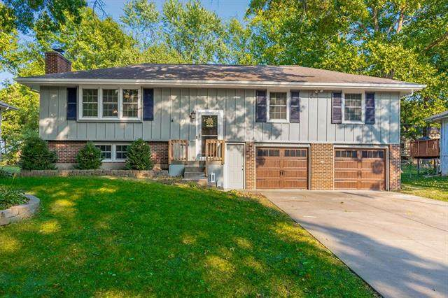 9815 Knox Drive, Overland Park, KS 66212 (#2244312) :: House of Couse Group