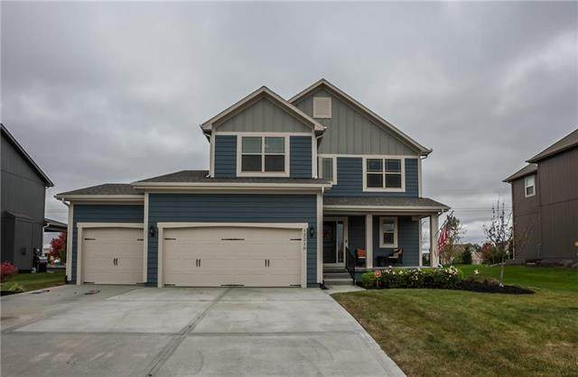 12210 S Pine Street, Olathe, KS 66061 (#2244325) :: Dani Beyer Real Estate