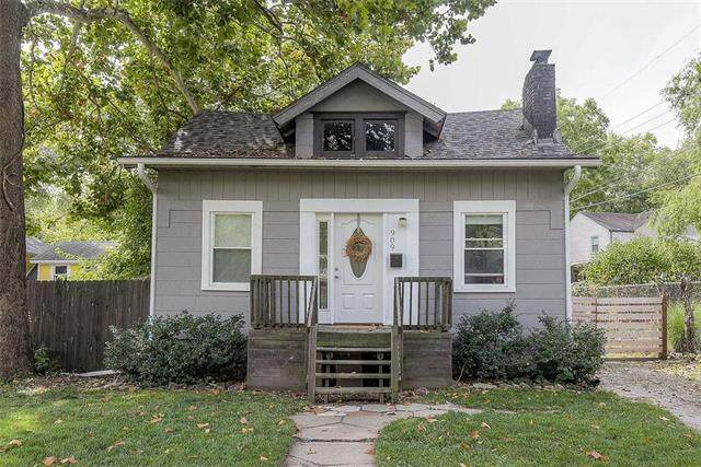 909 E 79TH Terrace, Kansas City, MO 64131 (#2244354) :: The Kedish Group at Keller Williams Realty