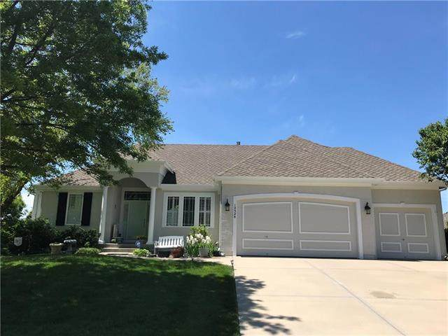 12328 Bradshaw Street, Overland Park, KS 66213 (#2244386) :: Dani Beyer Real Estate