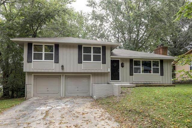 13509 Applewood Drive, Grandview, MO 64030 (#2244630) :: Edie Waters Network