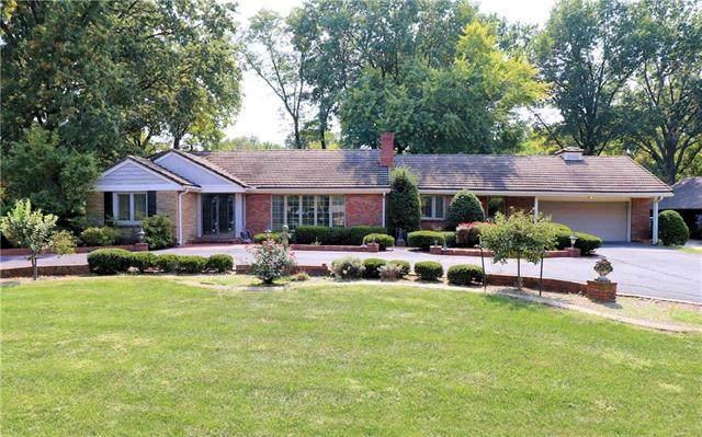 2315 W 95 Street, Leawood, KS 66206 (#2244744) :: Team Real Estate