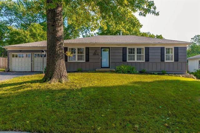 10141 Reeds Drive, Overland Park, KS 66207 (#2244800) :: Ron Henderson & Associates