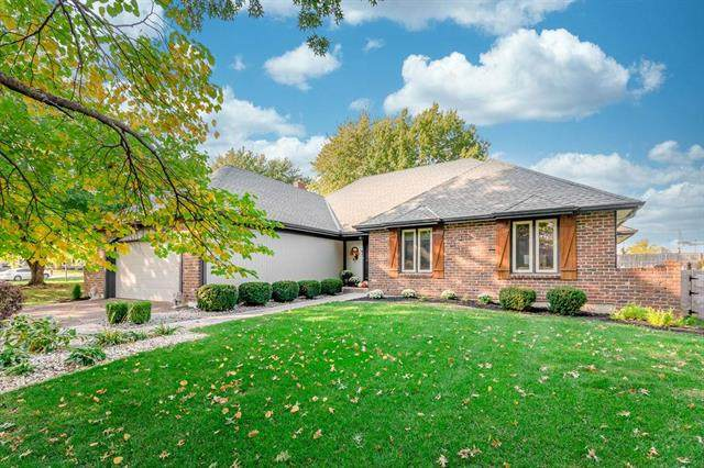 15418 W 88th Terrace, Lenexa, KS 66219 (#2244945) :: Ron Henderson & Associates