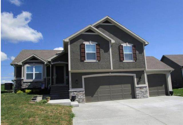 14210 Amanda Lane, Basehor, KS 66007 (#2245082) :: Dani Beyer Real Estate