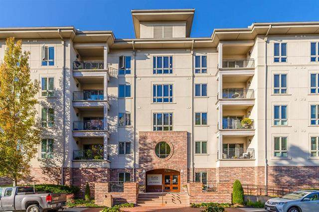 4949 Wornall Road #402, Kansas City, MO 64112 (#2245231) :: Ron Henderson & Associates