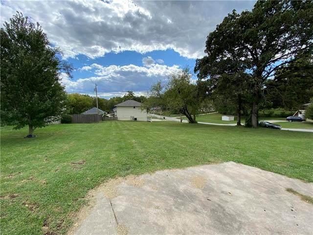 8303 Pershing Road, Raytown, MO 64138 (#2245272) :: Team Real Estate