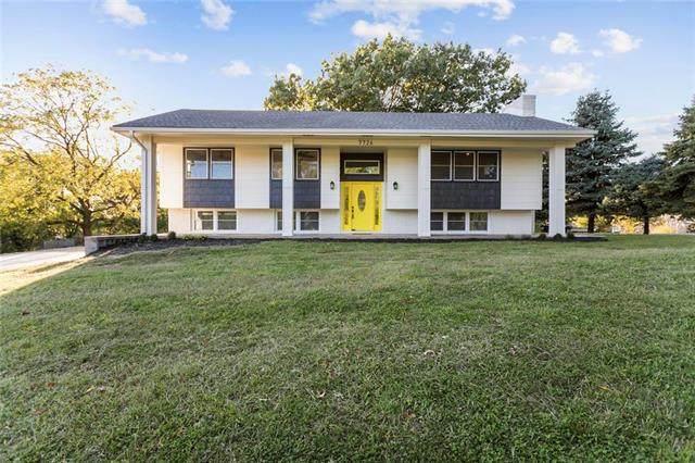7726 NW Schott Drive, Kansas City, MO 64152 (#2245366) :: Audra Heller and Associates