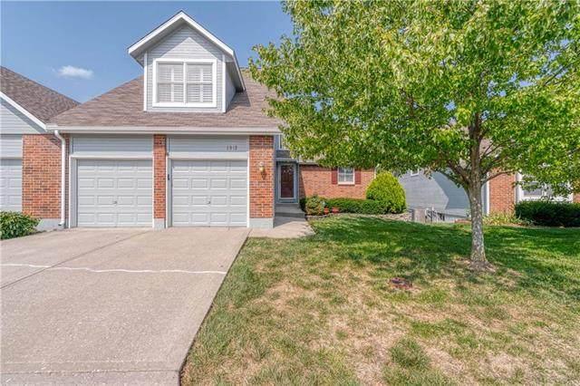 6812 W 156th Terrace, Overland Park, KS 66223 (#2245387) :: Dani Beyer Real Estate