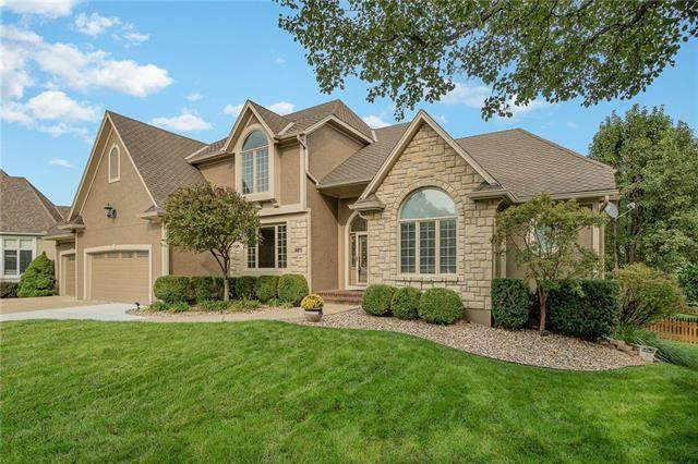 9203 W 140th Terrace, Overland Park, KS 66221 (#2245398) :: House of Couse Group