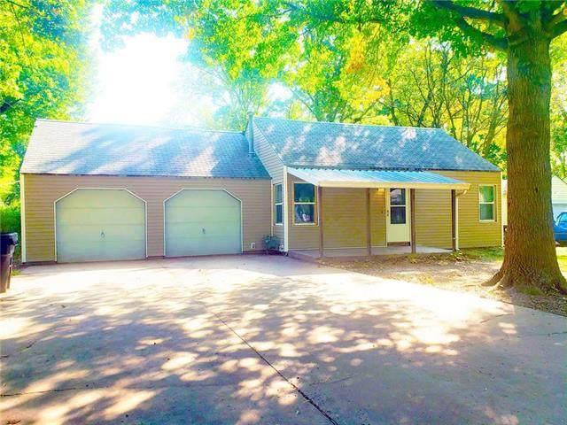 2202 SW Moundview Drive, Topeka, KS 66614 (#2245551) :: Ron Henderson & Associates