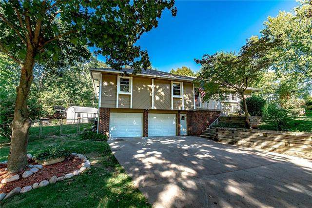 9719 NW Overhill Drive, Parkville, MO 64152 (#2245672) :: Dani Beyer Real Estate