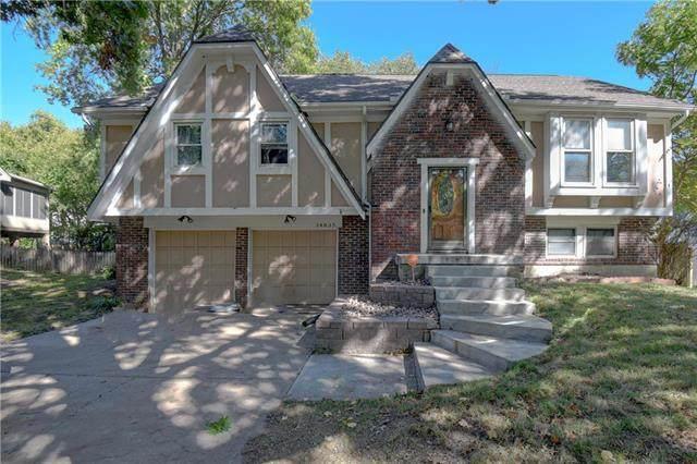 14835 S Locust Street, Olathe, KS 66062 (#2245942) :: Austin Home Team