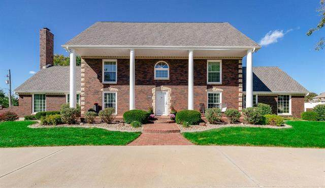 6000 Woodland Drive, Shawnee, KS 66218 (#2246161) :: Dani Beyer Real Estate