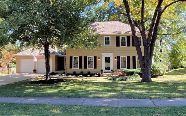 9801 Cedar Street, Overland Park, KS 66207 (#2246164) :: The Gunselman Team