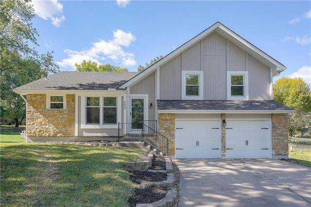 202 NW Redwood Court, Lee's Summit, MO 64064 (#2246220) :: Ask Cathy Marketing Group, LLC