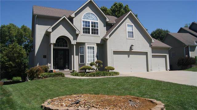 2721 SW Regal Drive, Lee's Summit, MO 64082 (#2246240) :: Five-Star Homes