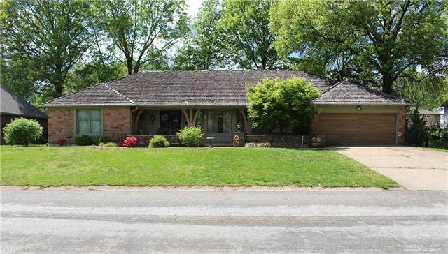 716 Country Club Drive Drive, Butler, MO 64730 (#2246389) :: Austin Home Team