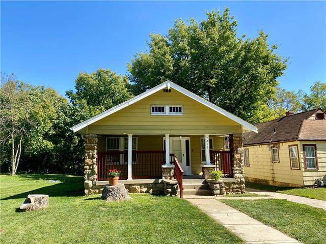7213 College Avenue, Kansas City, MO 64132 (#2246459) :: Dani Beyer Real Estate