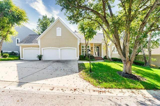 11111 W 120th Terrace, Overland Park, KS 66213 (#2246540) :: Eric Craig Real Estate Team