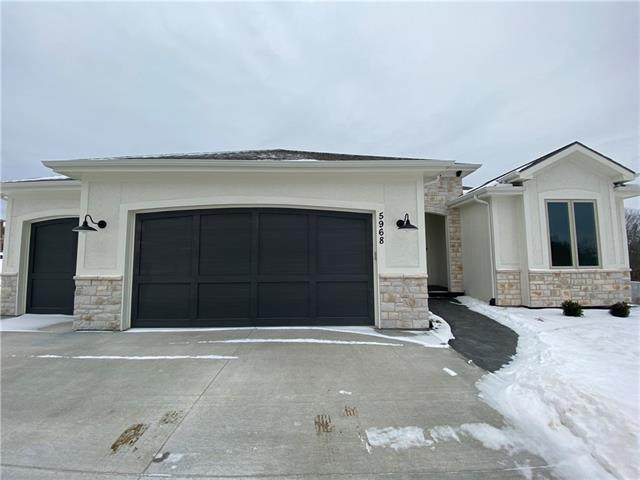 5968 N Oak Creek Court, Parkville, MO 64152 (#2246797) :: Team Real Estate