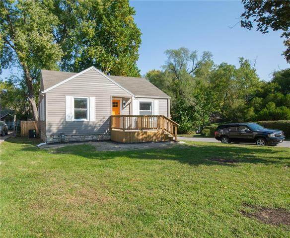 2220 E 73rd Street, Kansas City, MO 64132 (#2246867) :: Ask Cathy Marketing Group, LLC