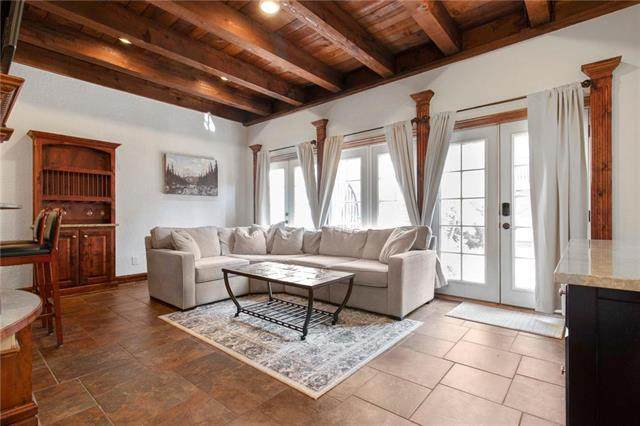 1111 W 46th Street #1, Kansas City, MO 64112 (#2246954) :: Dani Beyer Real Estate