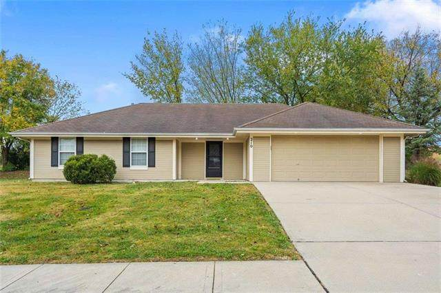210 S Darrowby Drive, Raymore, MO 64083 (#2247058) :: Beginnings KC Team