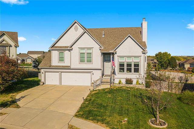 12131 S Emerald Street, Olathe, KS 66061 (#2247069) :: The Kedish Group at Keller Williams Realty