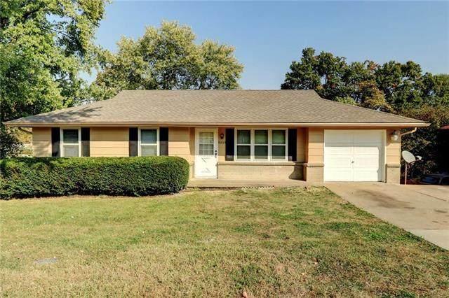 8204 Longview Drive, Kansas City, MO 64134 (#2247137) :: Dani Beyer Real Estate