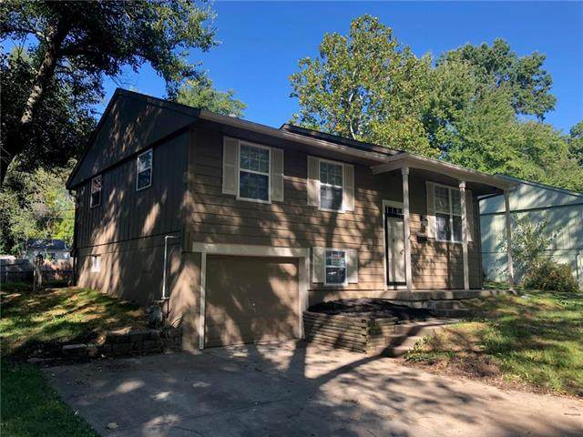 9404 Farley Avenue, Kansas City, MO 64138 (#2247201) :: Ron Henderson & Associates