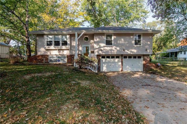 9808 Wheeling Avenue, Kansas City, MO 64134 (#2247373) :: Dani Beyer Real Estate