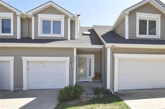 8237 NW Barrybrooke Court, Kansas City, MO 64151 (#2247393) :: Ron Henderson & Associates