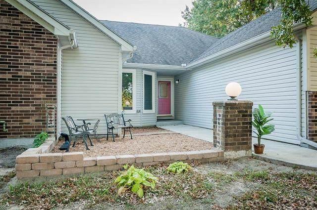 31009 E Pink Hill Drive, Grain Valley, MO 64029 (#2247402) :: Dani Beyer Real Estate