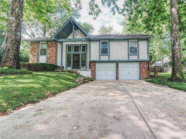17004 E 7th Terrace Court, Independence, MO 64056 (#2247411) :: Ron Henderson & Associates
