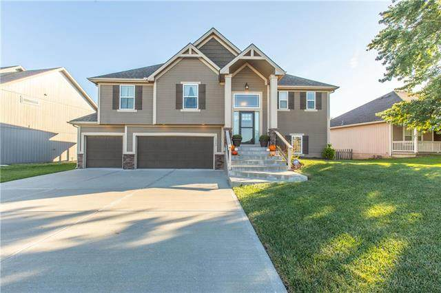 13503 Forest Oaks Drive, Smithville, MO 64089 (#2247482) :: The Kedish Group at Keller Williams Realty
