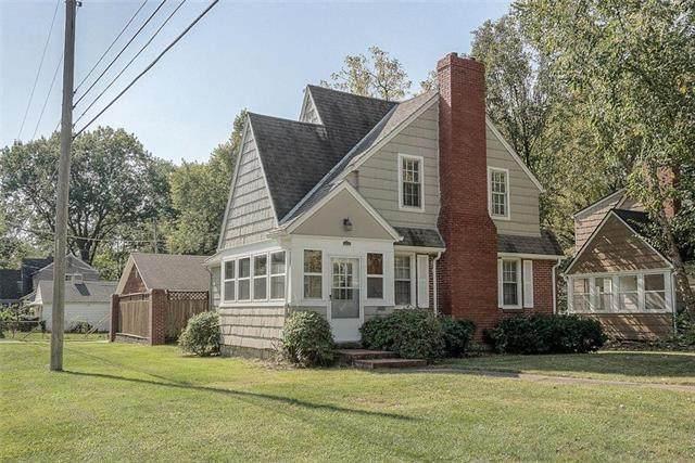 1101 W 76 Street, Kansas City, MO 64114 (#2247488) :: Dani Beyer Real Estate