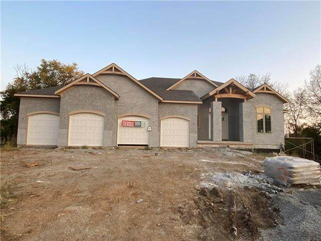 2305 SW Chase Circle, Lee's Summit, MO 64082 (#2247493) :: Five-Star Homes