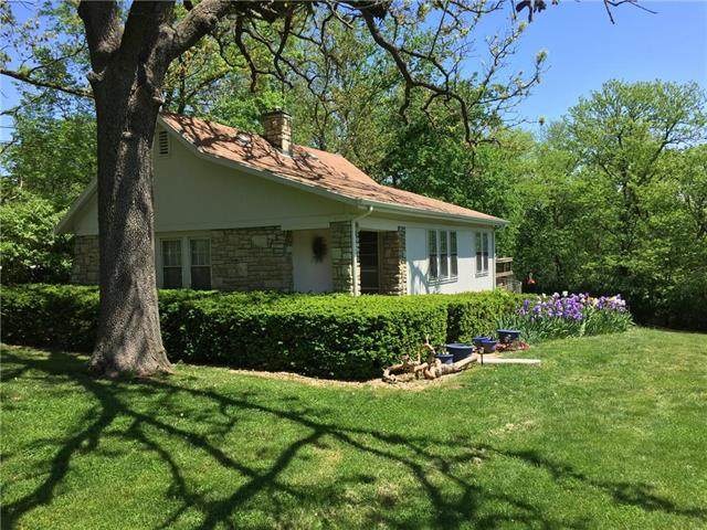 9401 Grandview Road, Kansas City, MO 64132 (#2247534) :: House of Couse Group