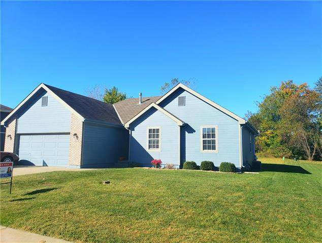 1202 SW Cross Creek Drive, Grain Valley, MO 64029 (#2247638) :: House of Couse Group