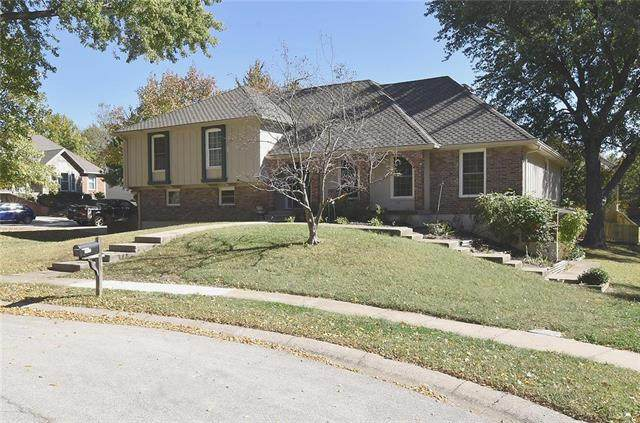 5013 NW Coves Drive, Kansas City, MO 64151 (#2247785) :: The Gunselman Team