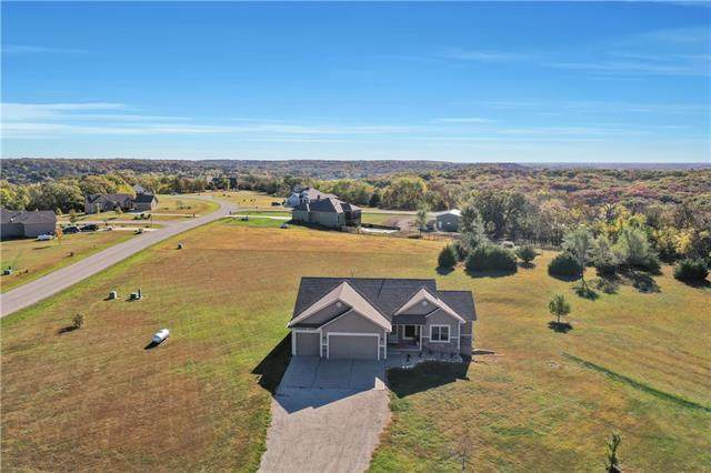 17218 Feather Lane, Tonganoxie, KS 66086 (#2247814) :: Five-Star Homes