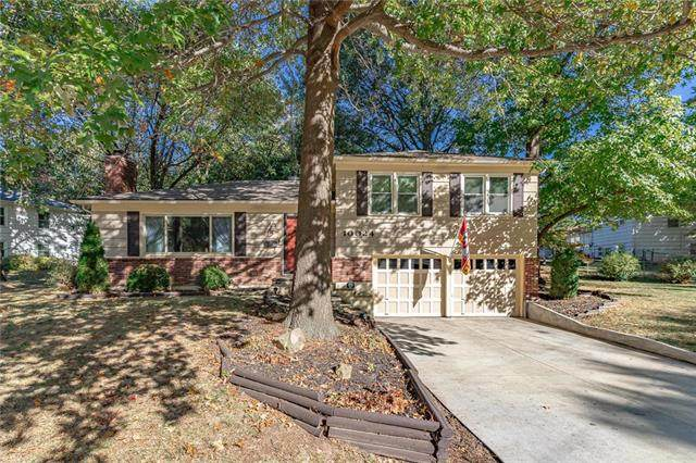 10024 Woodson Drive, Overland Park, KS 66207 (#2247908) :: Dani Beyer Real Estate