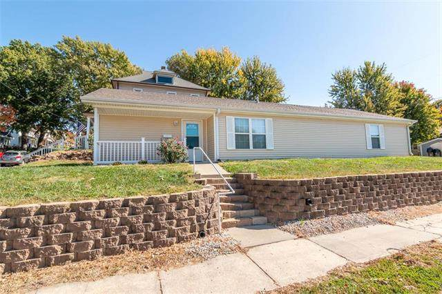 2900 Francis Street, St Joseph, MO 64501 (#2247922) :: The Kedish Group at Keller Williams Realty